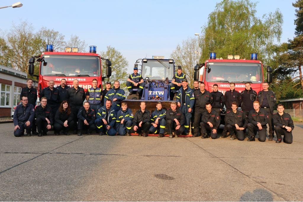 Feuerwehr und THW trainieren gemeinsam in Wesel